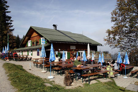 Lustenauer Hütte mit Sonnenterrasse