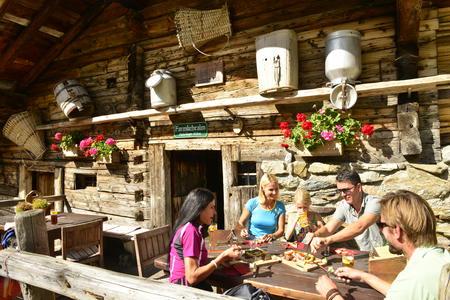 Tirol pur Hüttenjause im Alpbachtal