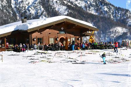 Hoametzlhütte direkt im Skigebiet Buchensteinwand