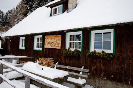 Zirbenhütte im Winter