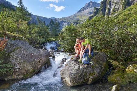 Genießen Sie die Kühle des Baches in Mittersill-Hollersbach-Stuhlfelden nach einem wunderschönen Wandertag.