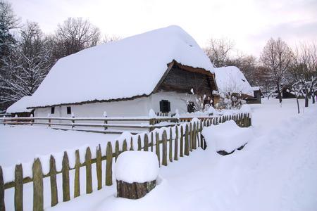 Verschneites Freilichtmuseum