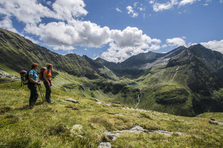 Wanderinnen im Trattenkar in den Schladminger Tauern