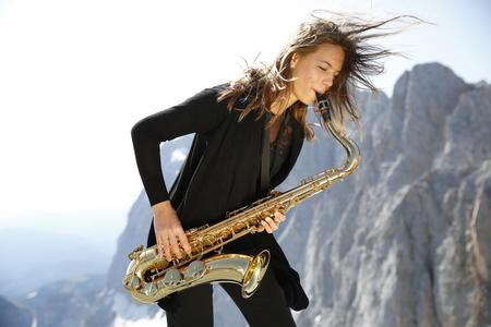 Mid EUROPE Saxophonistin am Dachstein