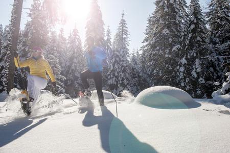 Schneeschuhwandern Paar