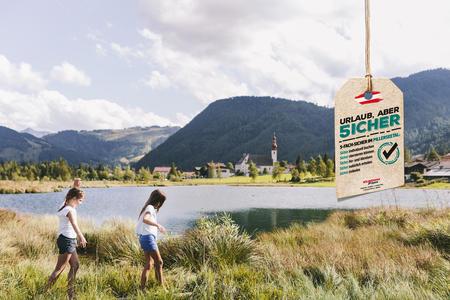 Kinder spazieren am Pillersee