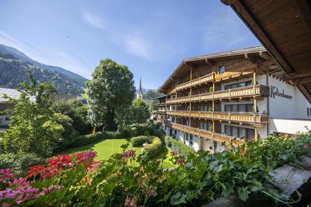 Hotel mit Gartenansicht