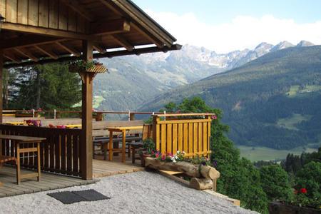 Sattelberghütte mit Aussicht ins Ennstal